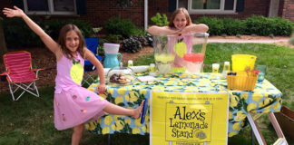 Anne and Cat Maust hosting their lemonade stand in 2017.